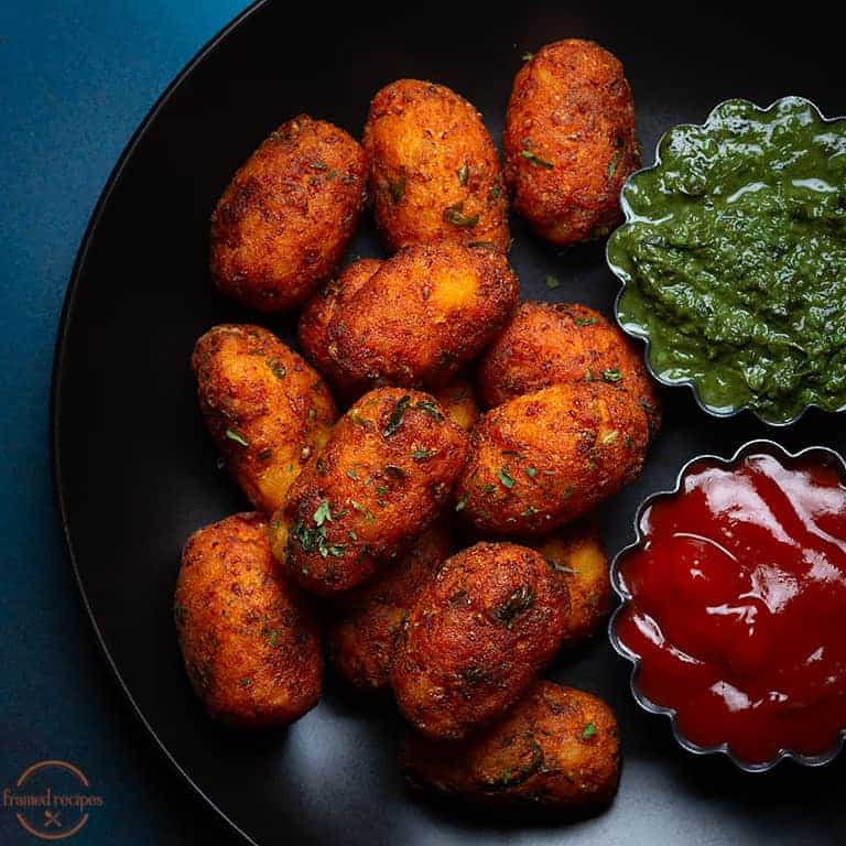 cauliflower tots served with mint chutney and tomato ketchup.